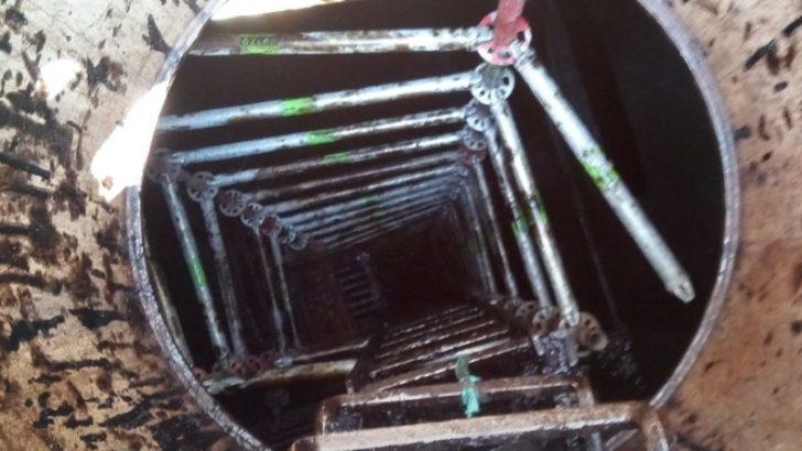 Kapalı alanda dik merdivenlere sırtlık