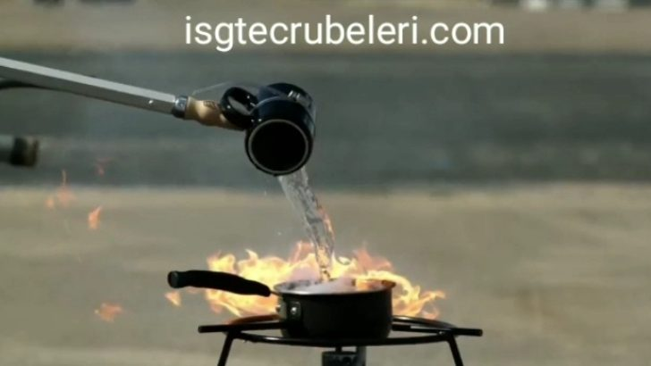 Yanan yağ tenceresini söndürmek için su dökme.<br>1- Kapağını kapat.<br>2- Bezi ıslat tencere üzerine kapat.<br>—————–<br>Never pour water for extinguish the burning oil pot.<br>1- Close the lid.<br>2- Wet the cloth and close it on the saucepan.
